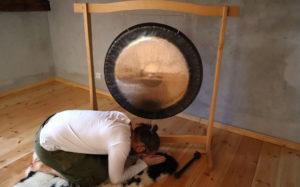 gongnamo gerard bowing to gong